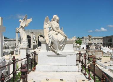Atractivos en Cienfuegos: The Reina and Tomás Acea cemeteries