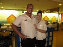 Maidelis y Julio en el buffet