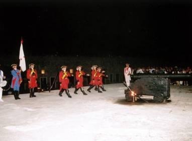 Kanonenschusszeremonie um Neun