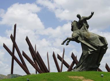Atractivos en Santiago de Cuba: Plaza de la Revolución Square