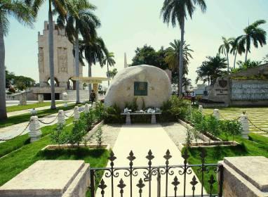 Atractivos en Santiago de Cuba: Santa Ifigenia Cemetery