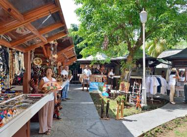 Atractivos en Varadero: Arts & Crafts Square