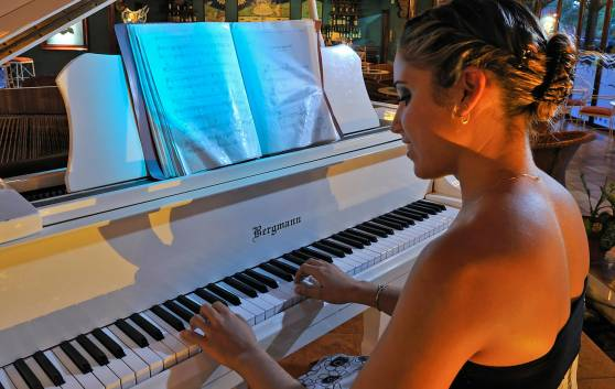 Royal Service at Paradisus los Cayos - Piano-Bar.