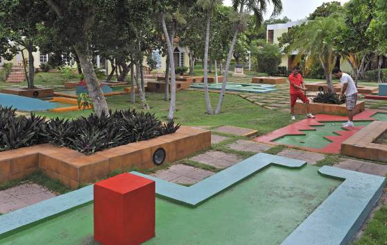 Entertainment: Mini-golf