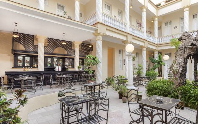 Colón Hotel - Bar El Patio - Bares